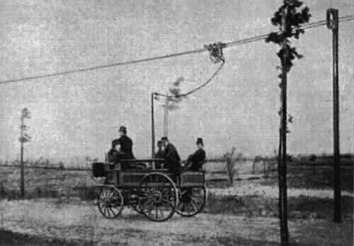 Первый в мире троллейбус