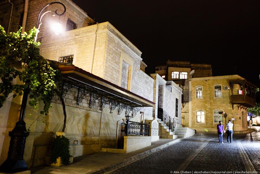Прогулка по ночному Баку