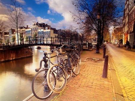 Вело-пешеходные коммуникации крупных градостроительных систем на примере Ге ...