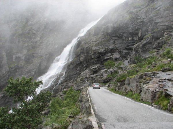 Непредсказуемая дорога в Норвегии