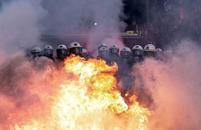 Афины охвачены огнем
