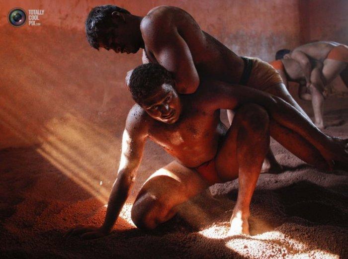 Кушти: индийская борьба в грязи