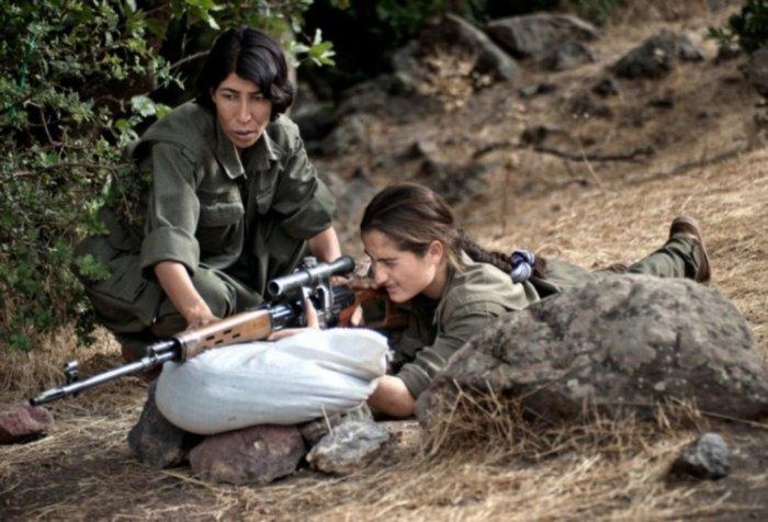 Курдские женщины-боевики