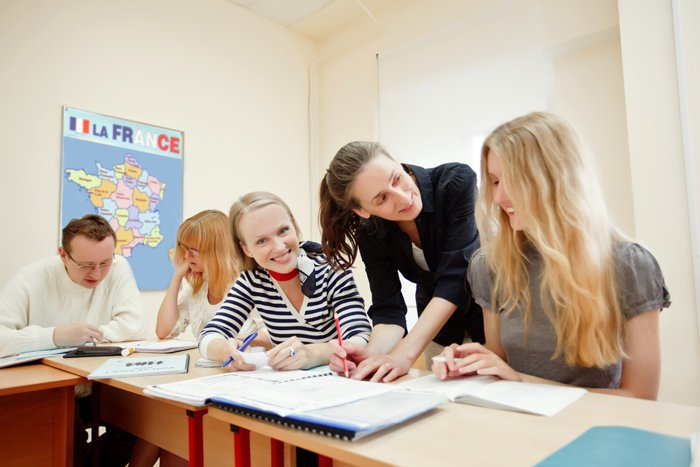 Хронологические дивергенты французского языка, функционирующие в сфере образования Франции, Бельгии, Швейцарии и Канады