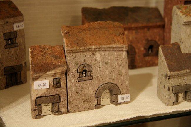 Домики из итальянской лавы