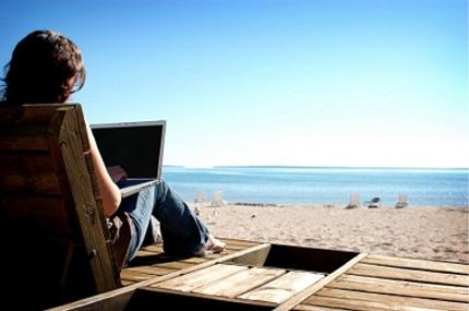 Стоит ли брать ноутбук с собой на отдых?