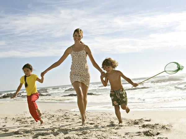 Солнце и пляж - радость для детей