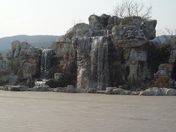 Главной достопримечательностью города Уси стала статуя Будды Гуатама