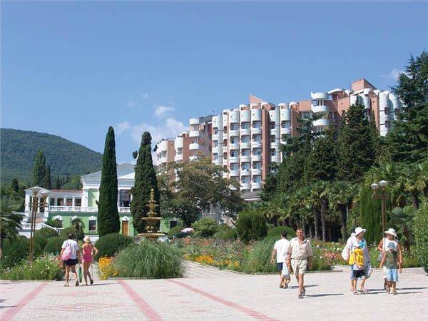 Отдых и экскурсии на южном берегу Крыма за пределами города Алушты
